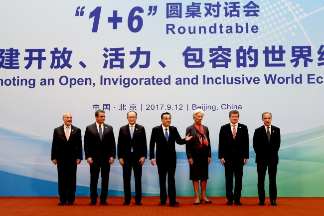 Chinese Premier Li Keqiang poses for photos with World Bank Group President Jim Yong Kim, IMF (International Monetary Fund) Managing Director Christine Lagarde, WTO (World Trade Organization) Director-General Roberto Azevedo, ILO (International Labor Organization) Director-General Guy Ryder, OECD (Organization for Economic Cooperation and Development) Secretary-General Angel Gurria and FSB (Financial Stability Board) Chairman Mark Carney at the '1+6' round table dialogue with heads of major international economic and financial institutions held in Beijing on Tuesday, September 12, 2017. [Photo: gov.cn]