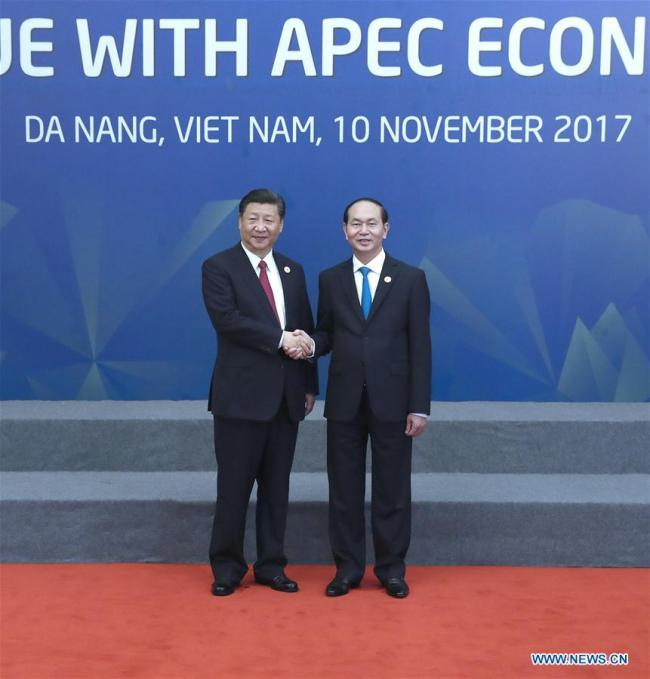 Chinese President Xi Jinping (L) is greeted by Vietnamese President Tran Dai Quang before attending a dialogue with representatives of the Asia-Pacific Economic Cooperation (APEC) Business Advisory Council in Da Nang, Vietnam, Nov. 10, 2017.[Photo: Xinhua]