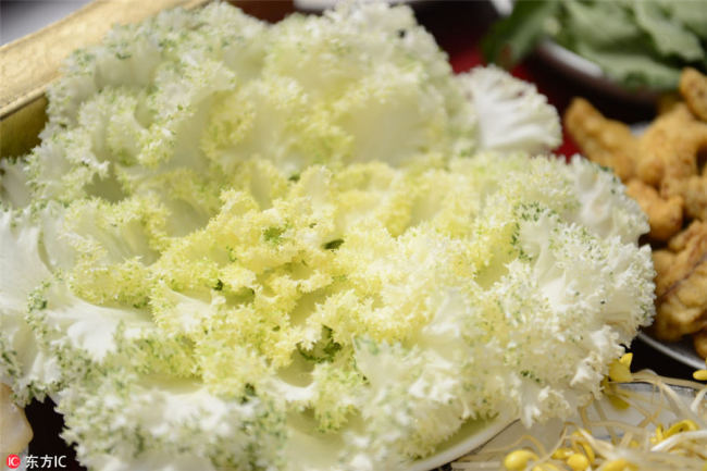 White cabbage(白甘蓝菜), rich(丰富) in nutrients(营养) such as high-quality protein(优质蛋白) and minerals(矿物质), can strengthen your body. [Photo/IC]