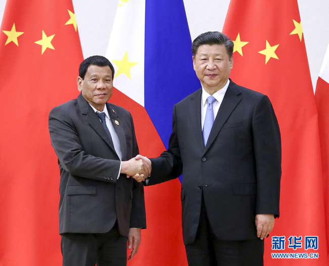 Chinese President Xi Jinping meets with his Philippine counterpart Rodrigo Duterte at the Boao Forum for Asia annual conference on April 10, 2018. [Photo: Xinhua]