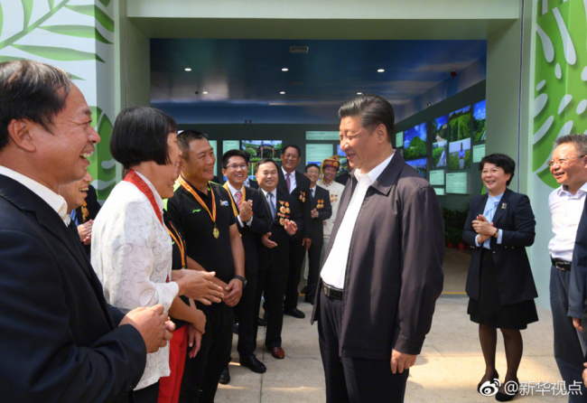 Chinese President Xi Jinping talks with people in Haikou, capital city of Hainan Province, on April 13 2018. [Photo: Xinhua]
