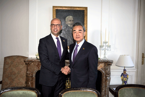 Chinese Foreign Minister Wang Yi meets with his Italian counterpart Angelino Alfano on the side lines of the ministerial meeting of the Group of 20 (G20) in Buenos Aires, May 21, 2018. [Photo: fmprc.gov.cn]