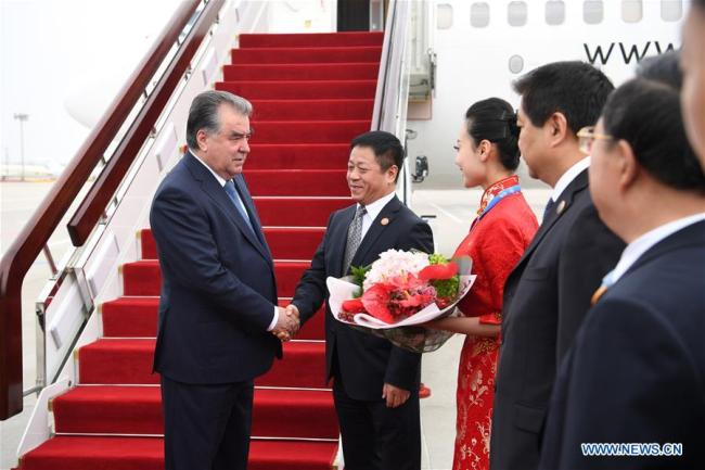 Tajik President Emomali Rahmon (1st L) is greeted upon his arrival in Qingdao, east China's Shandong Province, June 9, 2018. Rahmon is here to attend the 18th Shanghai Cooperation Organization (SCO) summit.[Photo: Xinhua]