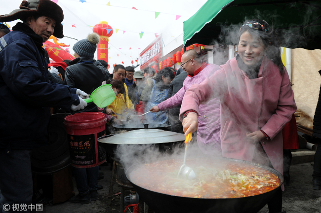 People celebrated the Spring Festival in Guyuan, Ningxia, on February 19, 2018. [File Photo: VCG]