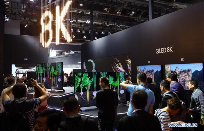 Visitors learn about the QLED 8K television of Samsung at the first China International Import Expo (CIIE) in Shanghai, east China, Nov. 6, 2018. The first CIIE is held from Nov. 5 to 10 in Shanghai. [Photo: Xinhua/Liu Dawei]