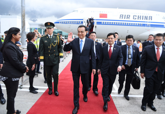 Chinese Premier Li Keqiang arrived at the Singapore Changi Airport Monday, November 12, 2018, to start his first official visit to Singapore. [Photo: gov.cn]