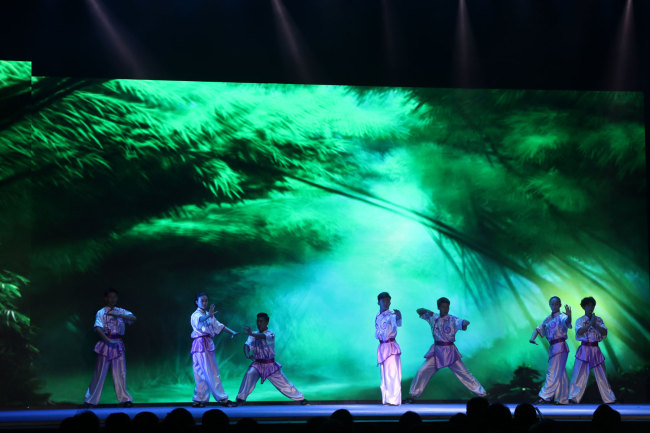 """The """"Legend of Kungfu,"""" a stage show depicting the life story of the Chinese kungfu master Huo Yuanjia, staged in Mauritius, November 30, 2018. [Photo: China Plus/Gao Junya]"""