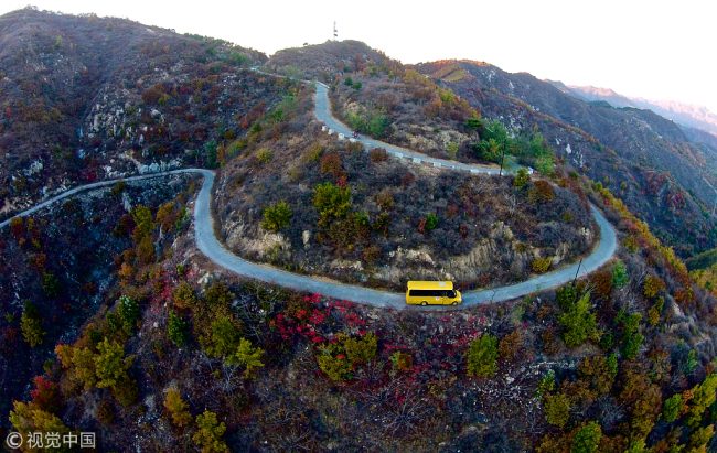 A school bus on a mountain road in Huachangyu village, Hebei Province, October 18 2018. [Photo: VCG]