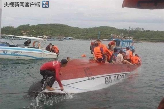 A canoe carrying 22 people including 21 Chinese citizens capsized in Nha Trang Bay, Vietnam on Wednesday, December 26, 2018. [Photo: CCTV]
