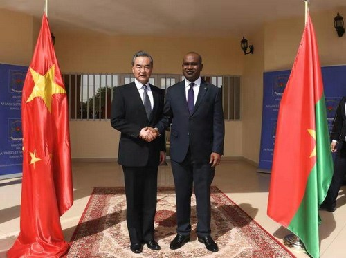 Chinese State Councilor and Foreign Minister Wang Yi (L) meets with his Burkina Faso counterpart Alpha Barry in Ouagadougou on Friday, January 4, 2019. [Photo: fmprc.gov.cn]
