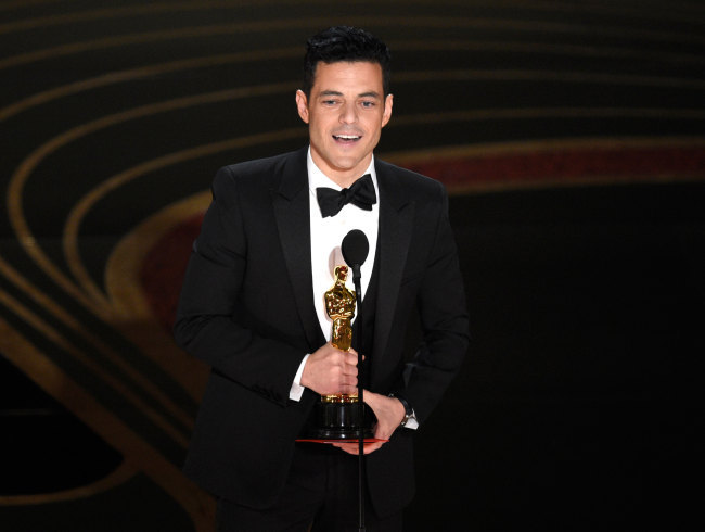 "Rami Malek accepts the award for best performance by an actor in a leading role for ""Bohemian Rhapsody"" at the Oscars on Sunday, Feb. 24, 2019, at the Dolby Theatre in Los Angeles. (Photo: AP/Chris Pizzello]"