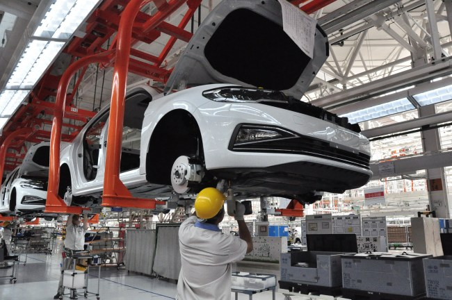 Workers manufacture cars at a plant of FAW Group in Qingdao, east China's Shandong province, August 16, 2018. [File photo: IC]