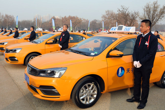 Drivers stand beside the first batch of 60 methanol-fueled taxis in Xi'an, Shaanxi province, on December 20, 2018. [File photo: IC]