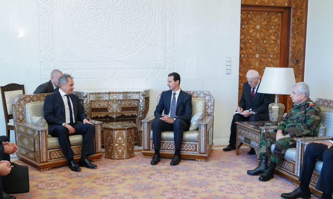 A handout made available by the official Syrian Arab News Agency (SANA) shows Syrian President Bashar Assad (C) meeting with the Russian Defense Minister Sergey Shoygu (L) in the presence of Syrian Minister of Defense Maj.Gen. Ali Abdallh Ayoub (R), in Damascus, Syria, 19 March 2019. [Photo: IC]