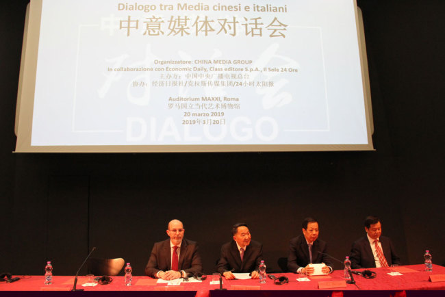 Jiang Jianguo (L2), deputy head of the Publicity Department of the Communist Party of China Central Committee, Chinese ambassador to Italy Li Ruiyu (R2), Du Zhanyuan (R1), head of China Foreign Languages Publishing Administration and Vito Claudio Crimi, vice undersecretary of state of the Presidency of the Council of Ministers with responsibility for publishing, attend the China-Italy Media Dialogue held in Rome, Italy, on Wednesday, March 20, 2019. [Photo: China Plus]