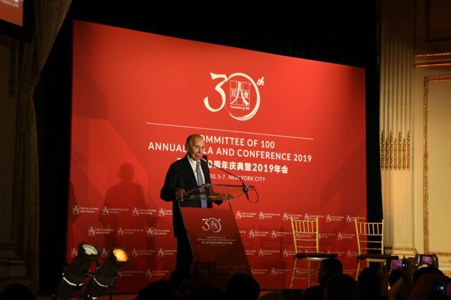 """Maurice R. Greenberg, renowned U.S. entrepreneur and China Reform Friendship Medal recipient, gives a short speech after being award the C100 """"Lifetime Achievement Award for Advancing U.S.-China Relations"""" at the committee's 2019 Gala dinner in New York on April 5th, 2019. [China Plus/Qian Shanming]"""