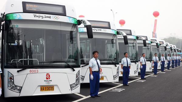First generation of electric buses used in 2008 [Photo:courtesy of the Beijing Public Transport Corporation]