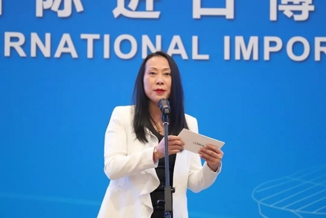 Lan Zhenzhen, Vice President of L'Oreal China, speaks about L'Oreal's plan for the 2nd CIIE. [Photo: Chinaplus]