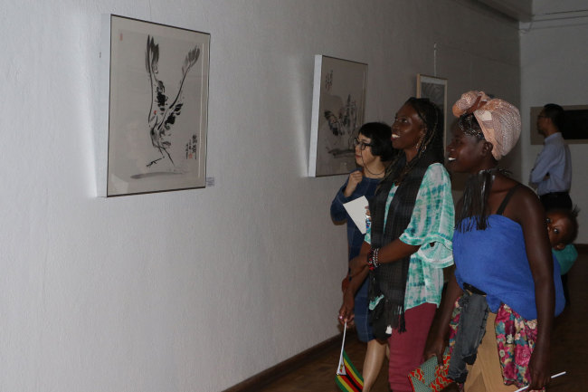 Visitors enjoy the art works displayed at the Second Belt and Road Afro-Sino Art Exhibition launched by the National Gallery of Zimbabwe on Monday, April 29, 2019. [Photo: China Plus/Gao Junya]