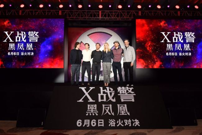 Dark Phoenix Director Simon Kingberg (right) led his cast of superheroes to China, doing promotions for 'X-Men: Dark Phoenix' in Beijing on May 29, 2019.[Photo provided to China Plus]