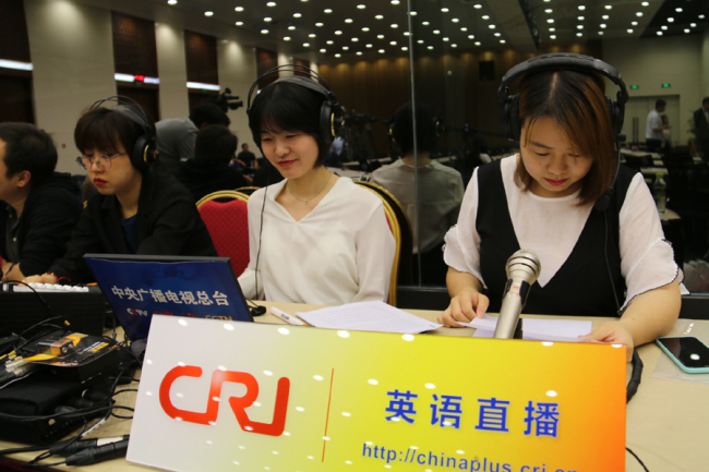 China Plus host Ge Anna (right) at the news conference hall at China's Ministry of Foreign Affairs [Photo: China Plus]