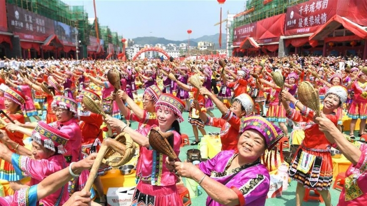 Guinness record: 2019 people make oil tea in Guangxi