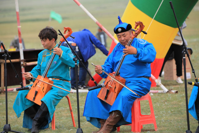 People perform to celebrate the 70th anniversary of the founding of the People's Republic of China in Xinjiang Uygur Autonomous Region on July 10, 2019. [File photo: IC]