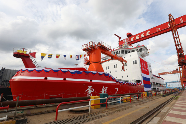 """China's first domestically-built polar research vessel and icebreaker """"Xuelong 2"""" prepares to take water at Jiangnan Shipyard in Shanghai, September 10, 2018. [Photo: IC]"""
