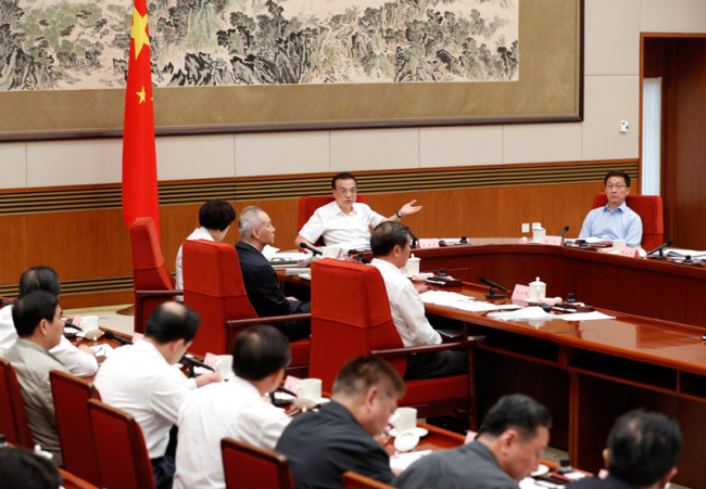 Chinese Premier Li Keqiang presides over a meeting on climate change, energy saving and emission reduction. [Photo: gov.cn]