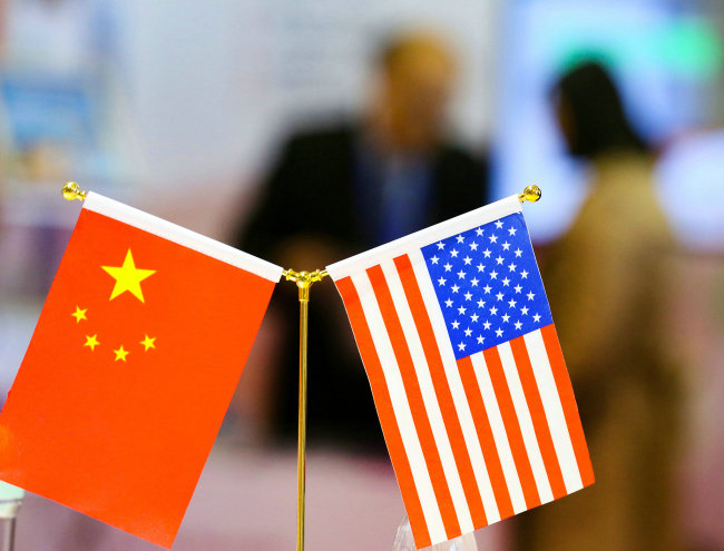 National flags of China and America [File photo: VCG]