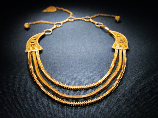 A golden necklace unearthed from the Nanhai (South China Sea) No.1, an ancient merchant ship from the Song Dynasty (960-1279), is on display in Guangzhou, capital of Guangdong Province, May 30, 2019.[Photo: IC]