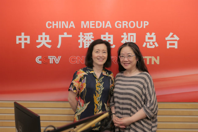 Grace Ge Gabriel and China Plus host Manling (R) pose for a photo. [Photo: China Plus]