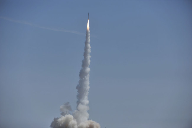 The Smart Dragon-1 is launched by the China Aerospace Science and Technology Corporation from the Jiuquan Satellite Launch Center in Inner Mongolia on Saturday, August 17, 2019. [Photo: CCTV]<br>