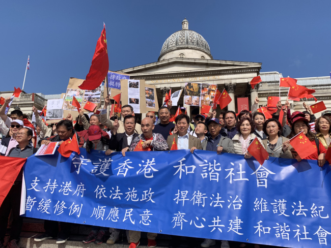 People gather in Trafalgar Square in London to support Hong Kong police and oppose violence in the city on August 18, 2019. [Photo: China Plus]
