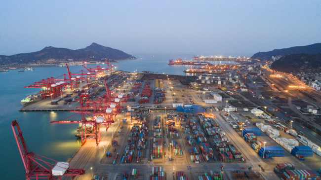 The port of Lianyungang City in Jiangsu Province, one of the six newly-announced pilot free trade zones. [Photo: IC]