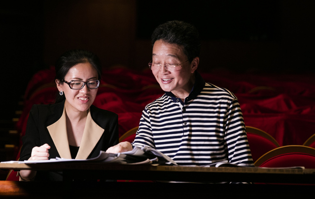 Jiang Ying(L) and the conductor Ye Cong(R). [Photo courtesy of CNTO]