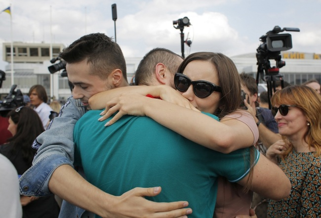 Relatives of Ukrainian prisoners freed by Russia greet them upon their arrival at Boryspil airport. A plane carrying prisoners freed by Russia and Ukraine have landed in the countries' capital. The 35 political prisoners and Ukrainian sailors were freed during Russia-Ukraine prisoner swap 35x35. The swap list includes 24 sailors captured by Russia in the Kerch Strait, and 11 more convicts, including Ukrainian film director Oleh Sentsov. [Photo: SOPA Images/Sipa USA via IC/Anatolii Stepanov]
