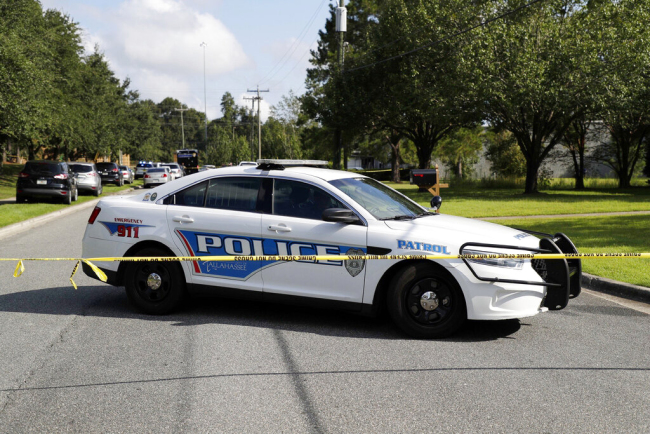 Tallahassee police investigate the scene of multiple stabbings on Sept. 11, 2019 in Tallahassee, Florida. [Photo: Tallahassee Democrat via AP]