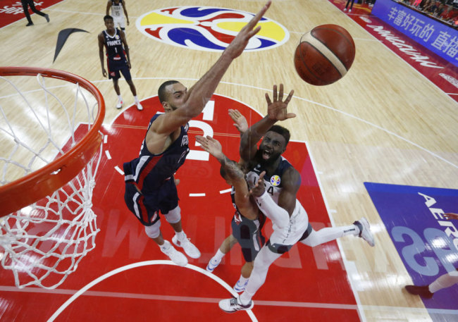 Jaylen Brown of the U.S. in action with France's Rudy Gobert during the FIBA Basketball World Cup quarter final match between France and the United States at Dongguan Basketball Center, Dongguan, China, Wednesday, Sept. 11, 2019. [Photo: Pool via AP via IC/Kim Kyung-Hoon]