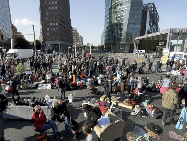 Supporters of the 'Extinction Rebellion' movement block a road at the Potsdamer Platz square in Berlin, Germany, Monday, Oct. 7, 2019. [Photo: AP /Michael Sohn]
