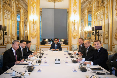 French President Emmanuel Macron meets Chinese State Councilor and Foreign Minister Wang Yi at the Elysee Palace on Monday, October 21, 2019. [Photo: fmprc.gov.cn]
