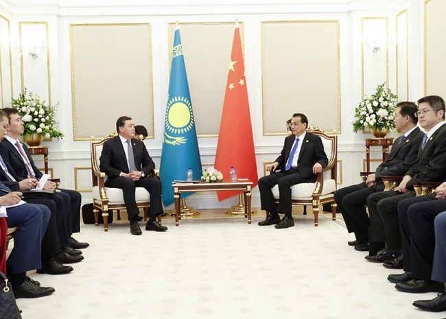 Chinese Premier Li Keqiang meets with Kazakh Prime Minister Askar Mamin on the sidelines of the 18th meeting of the Council of Heads of Government of Member States of the Shanghai Cooperation Organization in Tashkent, Uzbekistan on Nov. 2, 2019. [Photo: Xinhua/Yao Dawei]