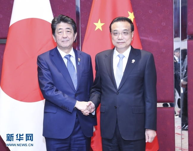 Chinese Premier Li Keqiang meets with Japanese Prime Minister Shinzo Abe on the sidelines of a series of leaders' meetings on East Asian cooperation in Bangkok on Monday, November 04, 2019. [Photo: Xinhua]