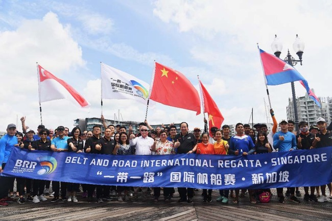 Participants pose for photos during the Belt and Road International Regatta Singapore station on Jan 4, 2019. [Photo provided to China Plus]