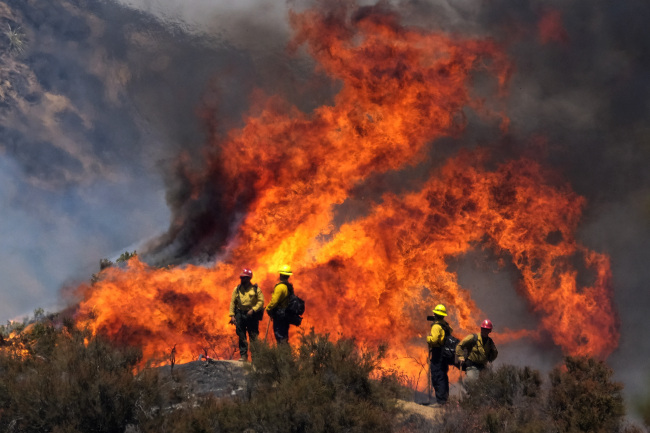 Firefighters watch the Apple Fire in Banning, Calif., Sunday, Aug. 2, 2020. [Photo: AP]